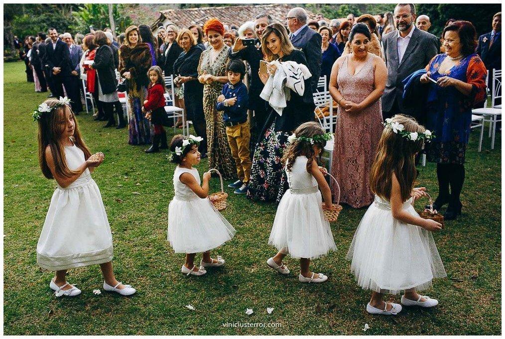 entrada das daminhas de honra casamento ao ar livre em ouro preto