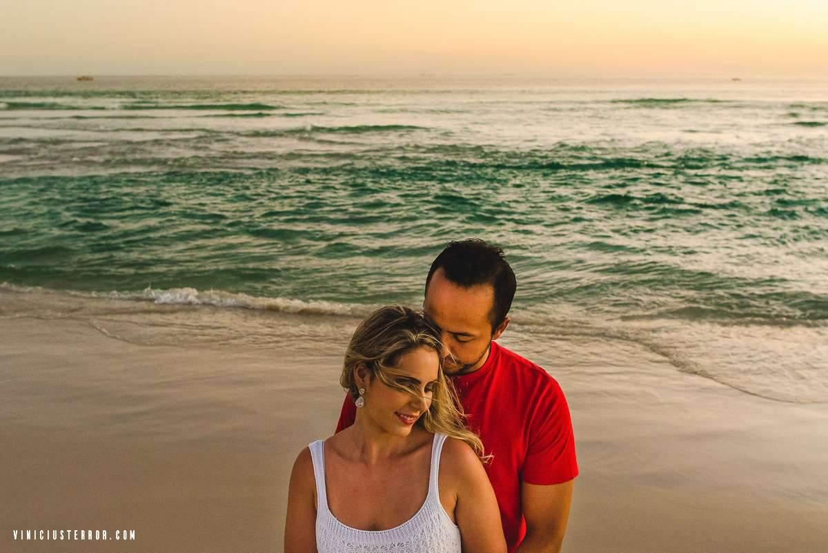 ensaio pre casamento na praia em arraial do cabo