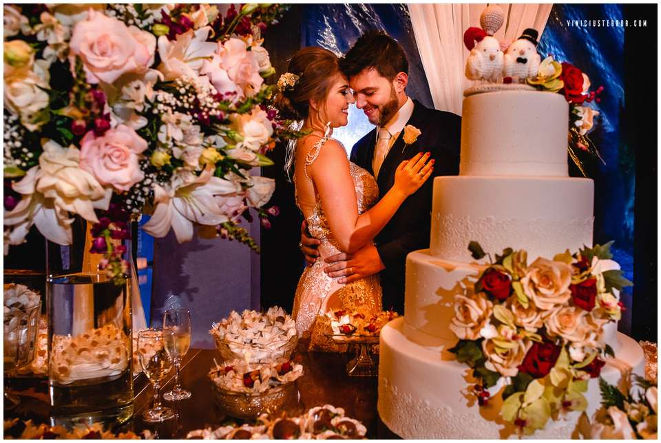 ideias-para-decoracao-da-mesa-de-bolo-e-doces-do-seu-casamento